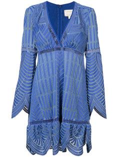 платье с V-образным вырезом и фестонами Nicole Miller