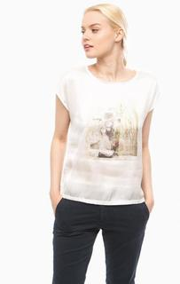 Блуза белого цвета с принтом More & More