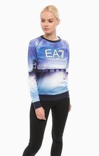 Синий свитшот с логотипом бренда EA7