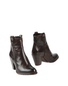 Полусапоги и высокие ботинки Stuart Weitzman
