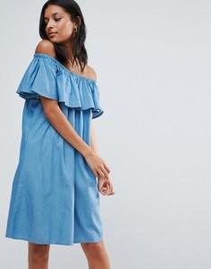 Свободное платье из шамбре с открытыми плечами и оборками B.Young - Синий