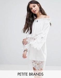 Кружевное платье с открытыми плечами White Cove Petite - Белый