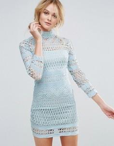 Платье кроше с высоким воротом и длинными рукавами Club L - Синий