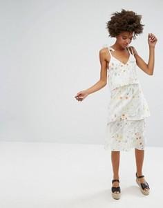 Платье миди с рюшами и мелким цветочным принтом Monki - Белый