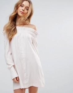 Платье с открытыми плечами Mink Pink Business Class - Бежевый