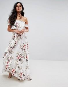 Платье макси с открытыми плечами, оборкой и цветочным принтом Boohoo - Белый