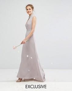 Платье макси с открытой спиной и отделкой TFNC WEDDING - Серый