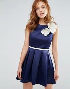 Короткое приталенное платье с корсажным цветком City Goddess - Темно-синий