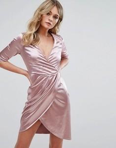 Атласное платье с запахом Club L - Розовый