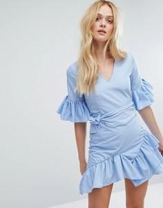 Платье в тонкую полоску с оборками и поясом Aeryne - Белый