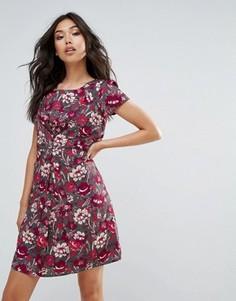 Чайное платье с цветочным принтом Yumi - Серый