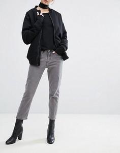 Укороченные джинсы бойфренда с классической талией Weekday Ami - Серый