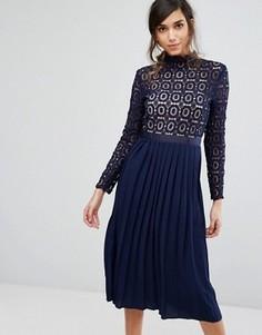 Кружевное плиссированное платье миди Little Mistress Premium - Синий