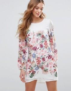 Цельнокройное платье с длинными рукавами и цветочным принтом Yumi - Белый