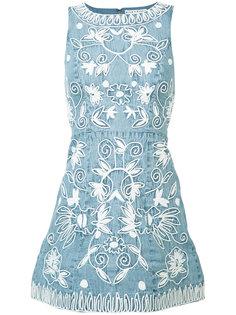 джинсовое платье с вышивкой Alice+Olivia