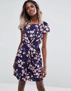 Платье с цветочным принтом и сборками Yumi - Синий