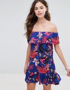 Платье с открытыми плечами и цветочным принтом Boohoo - Мульти