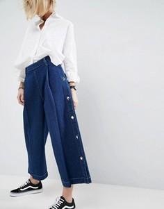 Выбеленные синие джинсы с широкими штанинами и пуговицей ASOS WHITE - Синий
