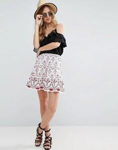 Мини-юбка с вышивкой ASOS - Белый