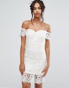 Кружевное платье-бандо миди с вырезом в форме сердца Chi Chi London - Белый