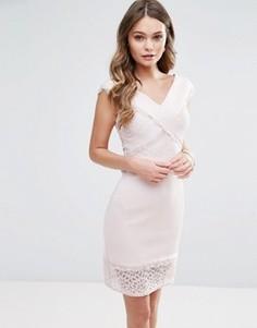 Платье-футляр с перекрестной отделкой и кружевом Lipsy - Розовый