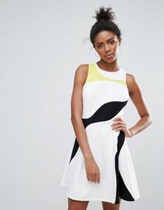 Короткое приталенное платье в стиле колор блок Adelyn Rae - Белый