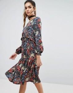 Свободное платье в цветочек Boohoo - Мульти