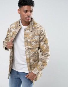 Удлиненная джинсовая куртка с камуфляжным принтом Liquor & Poker - Бежевый