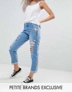 Джинсы в винтажном стиле с цветочной вышивкой и отворотами Urban Bliss Petite - Синий