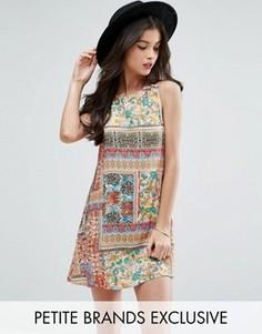 Цельнокройное платье без рукавов с принтом Glamorous Petite - Мульти