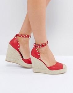 Эспадрильи на каблуке с заклепками на ремешке Truffle Collection - Красный