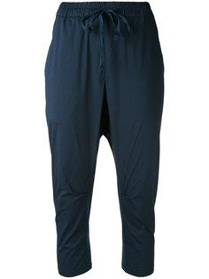 укороченные брюки с заниженным шаговым швом Kristensen Du Nord