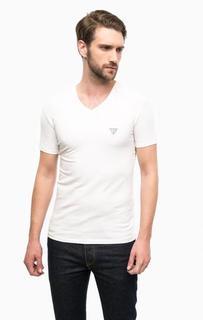 Белая хлопковая футболка с треугольным вырезом Guess