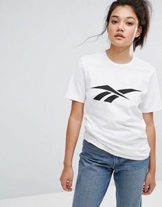Свободная футболка Reebok Classics Vector - Белый