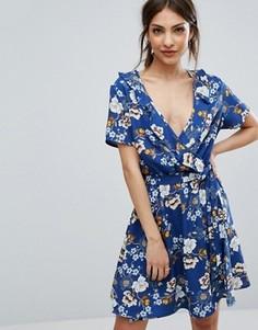 Короткое приталенное платье с запахом и цветочным принтом New Look - Синий