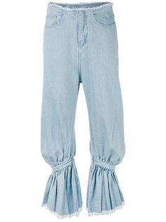 джинсы со сборкой и бахромой Marquesalmeida