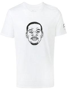 футболка с рисунком мужчины Nike