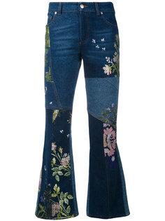 расклешенные джинсы с вышивкой Alexander McQueen