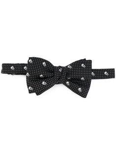 галстук-бабочка с принтом черепов Alexander McQueen