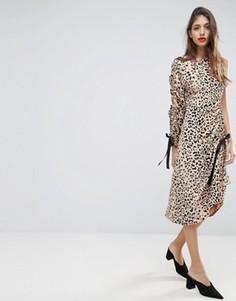 Платье миди с одним рукавом, присборенной отделкой и анималистичным принтом ASOS - Мульти