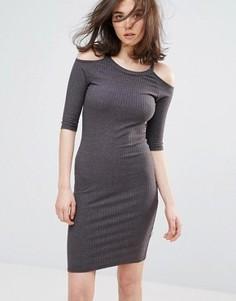 Облегающее платье с открытыми плечами NYTT - Серый