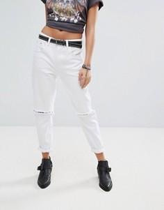 Джинсы в винтажном стиле с рваными коленями PrettyLittleThing - Белый