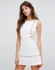 Короткое приталенное платье с вырезами и люверсами Glamorous - Белый