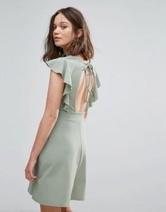 Приталенное платье с оборками на рукавах и открытой спинкой Daisy Street - Зеленый