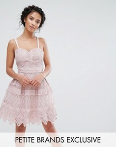 Платье мини с перекрестными бретелями на спине Chi Chi Petite - Розовый