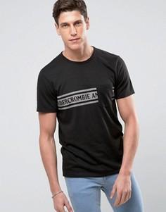 Черная футболка с принтом и карманом на груди Abercrombie & Fitch - Черный