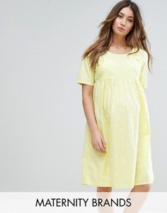 Короткое приталенное платье в горошек с короткими рукавами Mamalicious - Желтый Mama.Licious