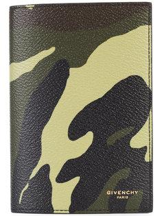 обложка для паспорта с камуфляжным узором Givenchy
