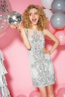 Платье с вышивкой бисером и пайетками La Reine Blanche