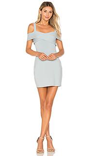 Мини платье с открытыми плечами evie - by the way.